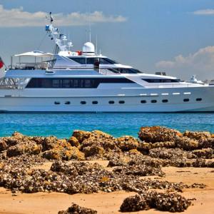 Oscar II yacht whitsundays side full