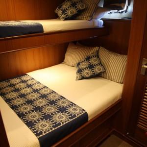 Aroona boat bedroom